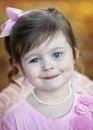 Leuk drie éénjarigen donkerbruin meisje in openlucht Stock Afbeeldingen