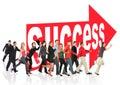 Leute laufen zum Erfolg, der dem Pfeilzeichen folgt Stockfotografie