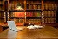 Knižnica počítač a písací stôl