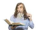 Libro de lectura mayor educación del viejo hombre anciano con la barba Foto de archivo libre de regalías
