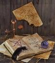 Libro viejo con la bola de cristal y la canilla del negro Fotografía de archivo