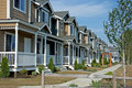 Ligne des maisons urbaines plus neuves Image stock