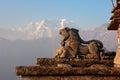 Lion en pierre de neige himalaya tungnath Images stock