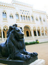 Lion statue in front of building Royalty Free Stock Images