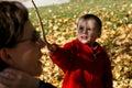 Little Boy en Zijn Moeder Royalty-vrije Stock Foto's
