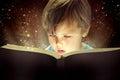 Malý chlapec a kniha