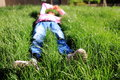 The little girl lying on the grass grass。 Stock Images