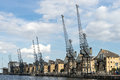 LONDON - JUNE 25 : Old dockside cranes alongside a waterfront de Royalty Free Stock Photo