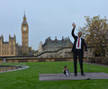 London world s tallest man and shortest man meet on guinness world record the met for the first time november in to mark day the Stock Photography