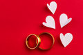 Love background - two gold wedding rings and handmade hearts de Royalty Free Stock Photo