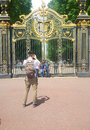 Ltourist at golden gates buckingham palace Stock Photo
