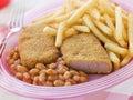 Luncheon meat pané par pain avec les haricots cuits au four Image libre de droits
