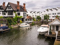 Luxury river thames houses and apartments at marlow lock on the with boats moored outside buckinghamshire england Stock Photography