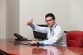 Lycklig doktor thumbs up sign Fotografering för Bildbyråer