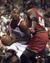 Lynch er george drives past sonics horace grant in the second quarter of game at philadelphia Stock Images