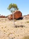 Mármoles gigantes australia de los diablos de los cantos rodados Fotos de archivo