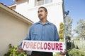 Mężczyzna mienia foreclosure sign Obraz Stock
