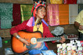 Ma play karen szyi długi muzyk i piosenkarz Fotografia Stock