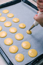 Picture : Making macarons at of