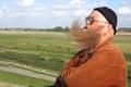 Hombre largo bigote de viento