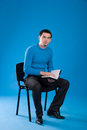 Man in a blue jersey with a notebook Royalty Free Stock Photography