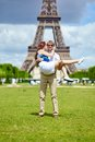 Man carrying his girlfriend in his arms paris Royalty Free Stock Photography