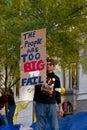 Man med protesttecknet på occupy wall street Fotografering för Bildbyråer