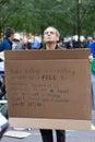 Man med protesttecknet på occupy wall street Arkivfoto