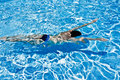 Man swimming underwater in pool Royalty Free Stock Photos