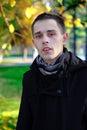 Mann porträt bei autumn park Lizenzfreie Stockfotos