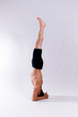 Mannelijk yogamodel Stock Foto's