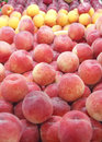 Many Peaches in a Market Royalty Free Stock Images