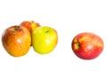 Manzanas frescas rojas en el fondo blanco Foto de archivo