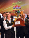 Mark davis beat neil robertson bangkok thailand sep in the final to win the sangsom six red world championship at montien Stock Image