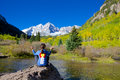 Maroon bells meditating a woman at the scenic aspen colorado in fall Royalty Free Stock Photos