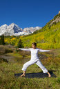 Maroon bells yoga practice a woman practicing in the scenic colorado mountains in fall Stock Photo