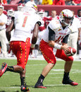 Maryland quarterback perry hills looks to hand the football off against temple Stock Images