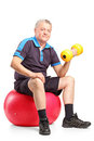 Mature man lifting up a dumbbell Royalty Free Stock Photos