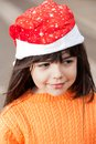 Meisje in santa hat looking away Royalty-vrije Stock Foto