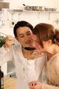 Meisjes die samen koken Stock Fotografie