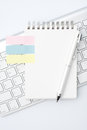 Memo pad blank on the desk Royalty Free Stock Images