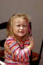Menina que come� o frio Foto de Stock