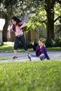 Meninas que jogam o hopscotch Fotografia de Stock