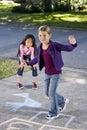 Meninas que jogam o hopscotch Fotos de Stock Royalty Free