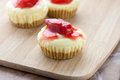 Mini strawberry cheesecake Arkivfoto