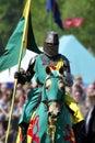 Mittelalterlicher Ritter auf zu Pferde Stockfotos