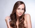 Modello di moda girl portrait con capelli di salto lunghi damerino di fascino Fotografie Stock Libere da Diritti