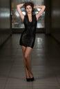 Modello di moda wearing black dress Immagine Stock