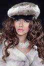 Modelo de forma girl portrait do encanto da beleza em mink fur coat bea Fotos de Stock Royalty Free