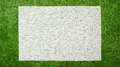 Bianco stuoia su verde